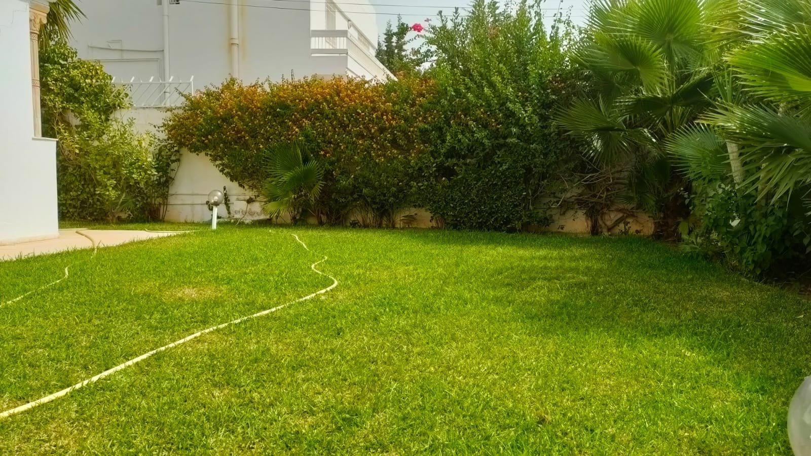 Villa de 840m² sur terrain de 1000m²