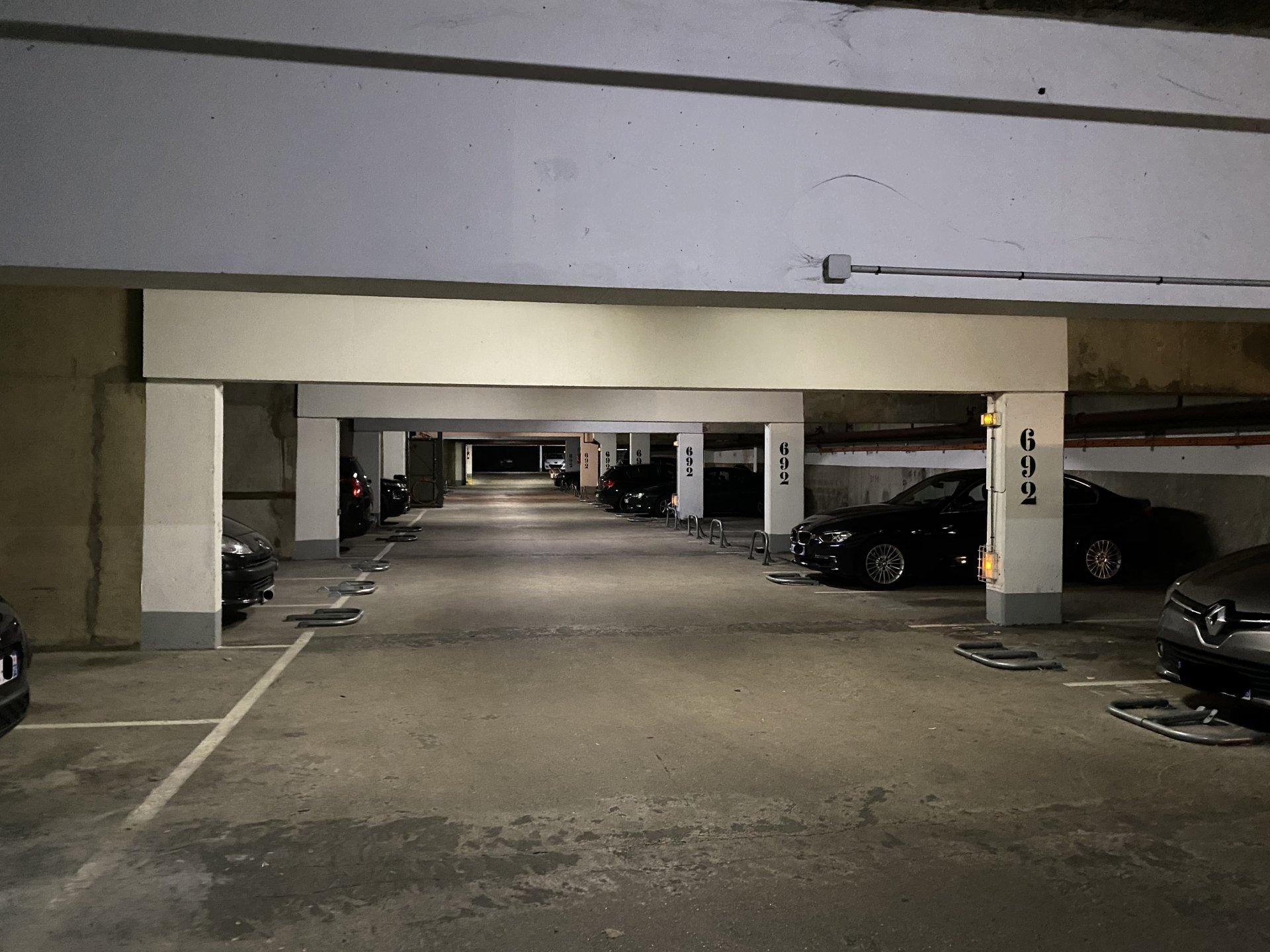 Place de Parking Canal St Martin