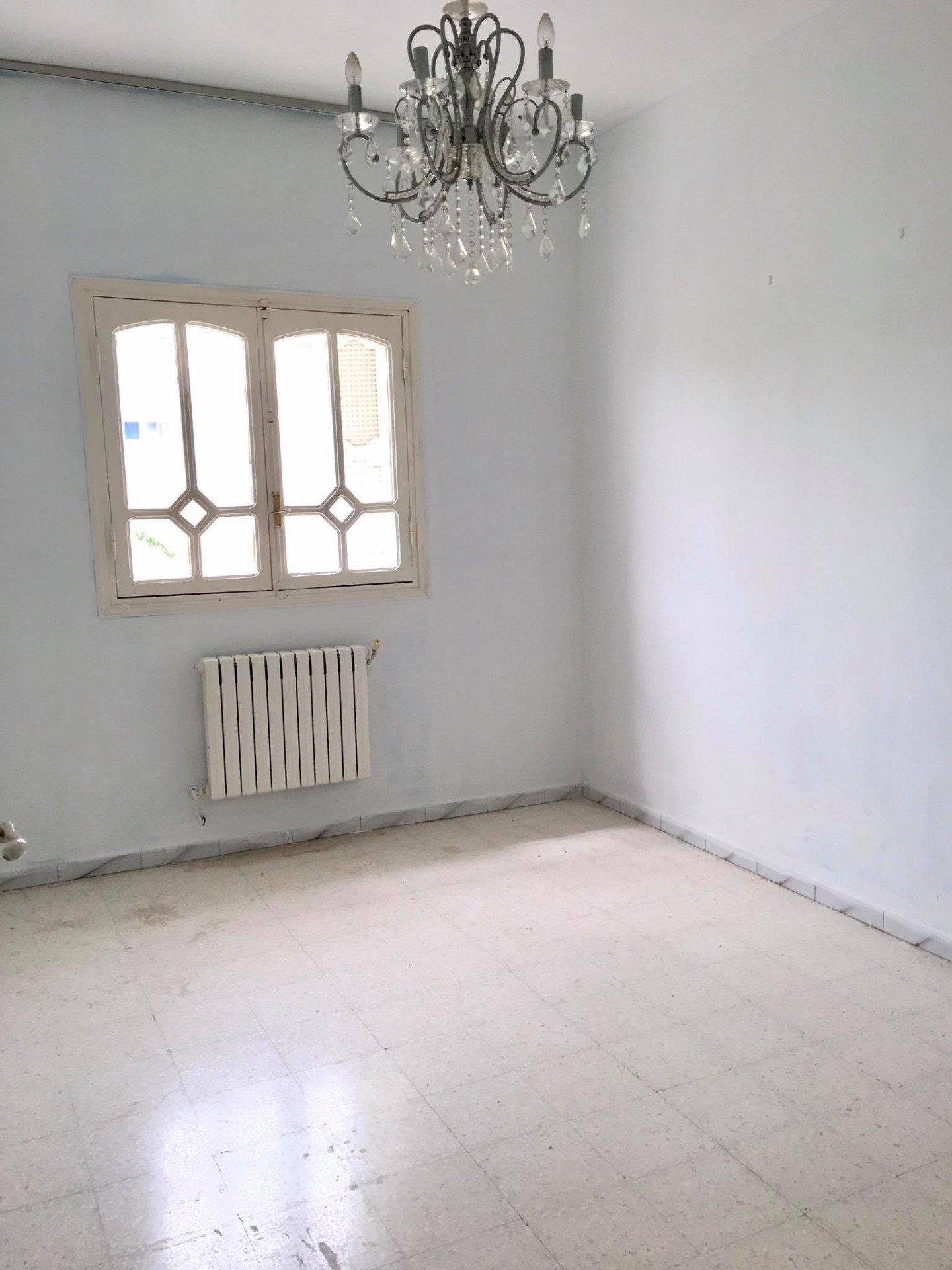 Location Etage de villa bureautique S+3 de 130m² a La Marsa.