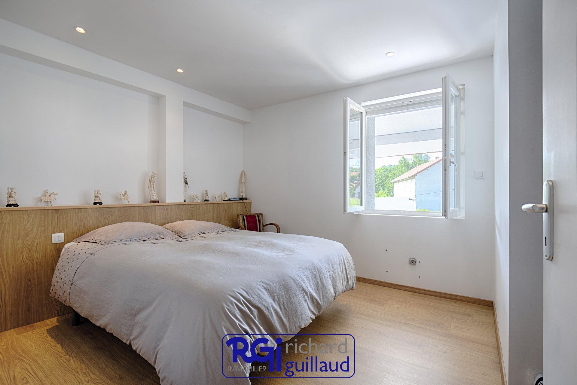 Maison 5 CHAMBRES - 250 m²