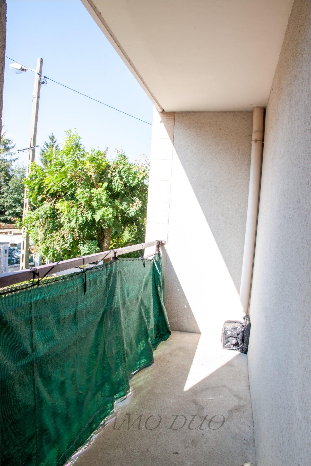 GRAND F1/F2 avec balcon et parking