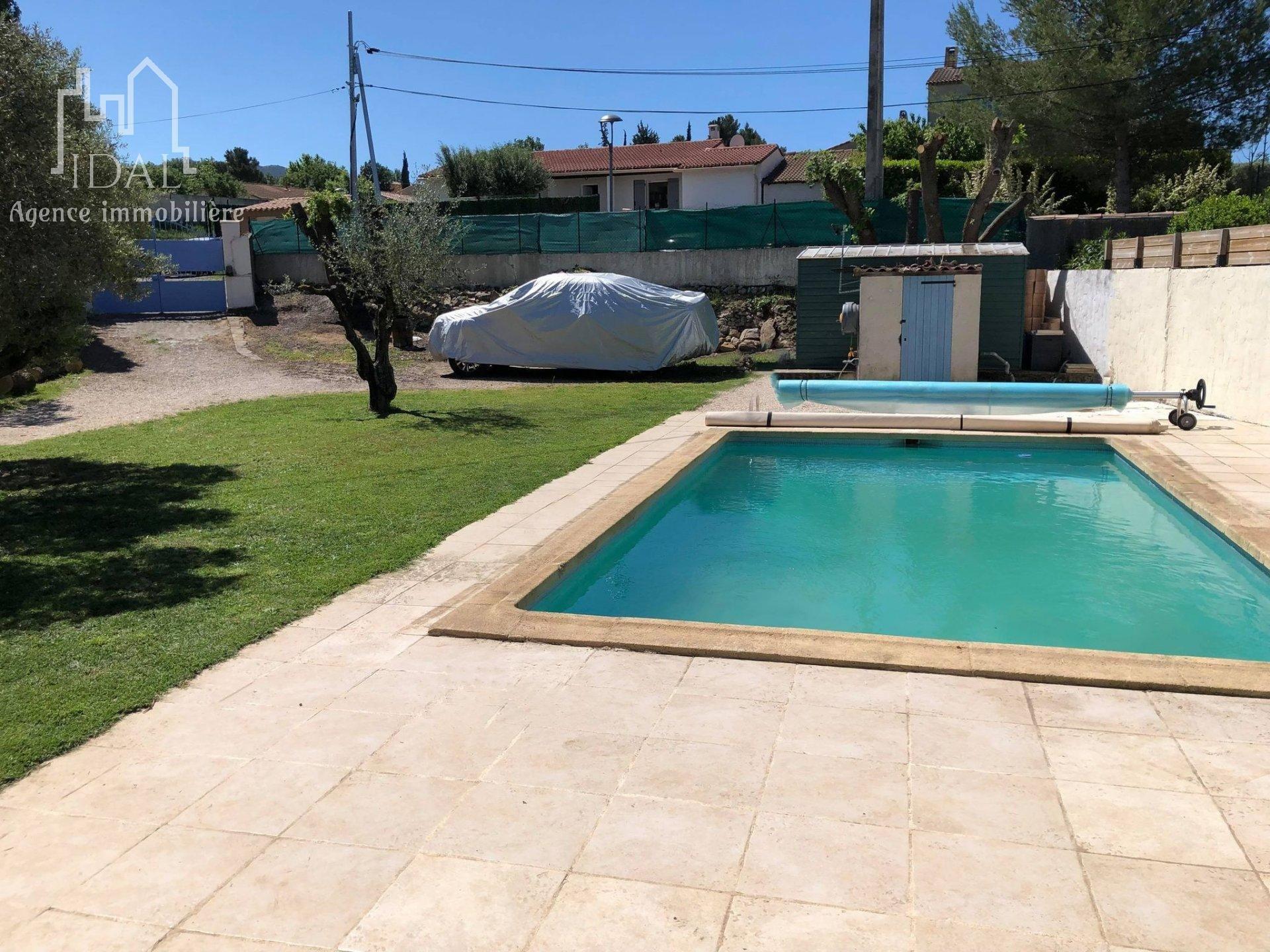 Villa plain pied avec piscine avec plus de 1000m² de terrain