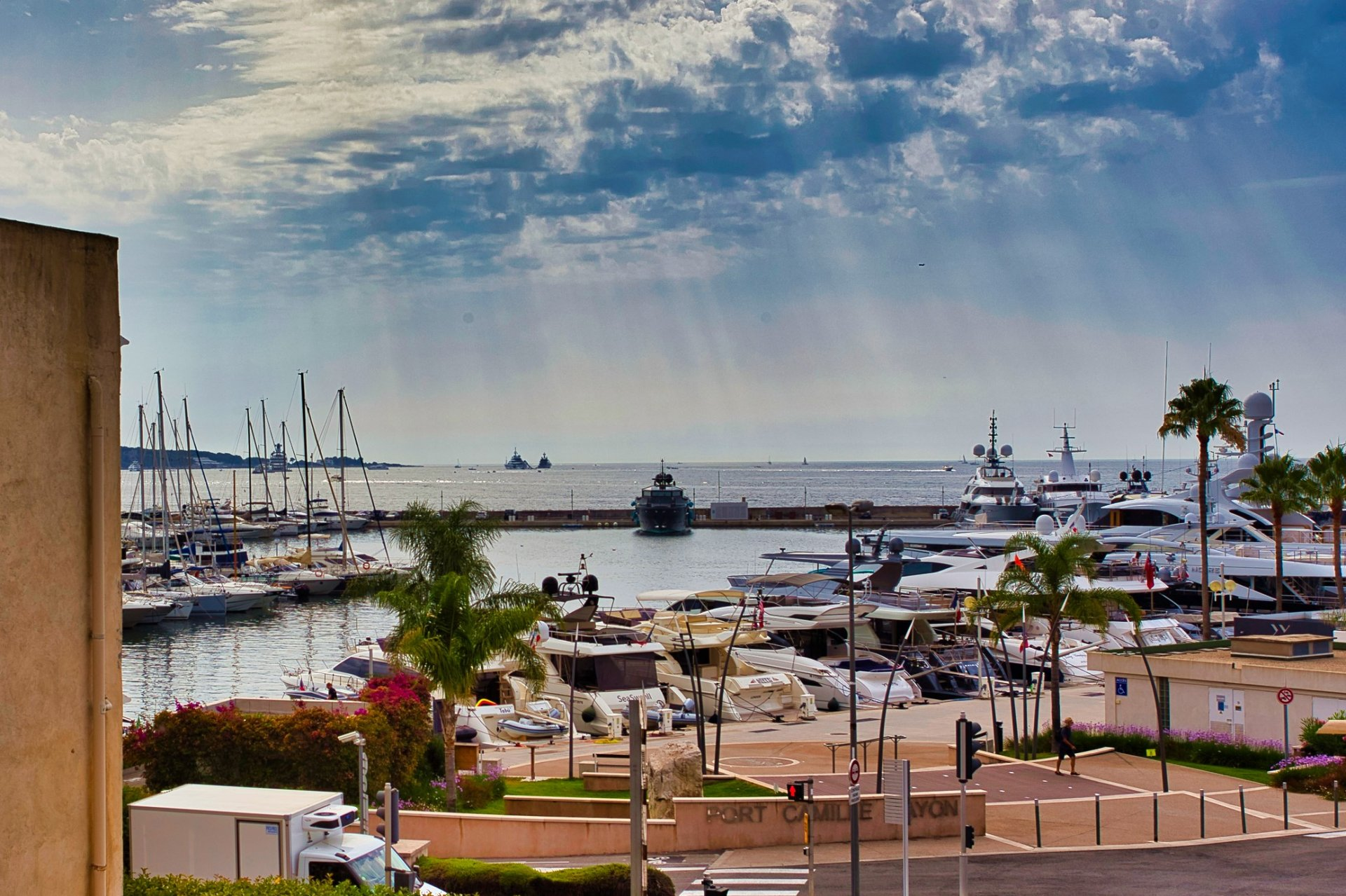 Splendid 3 room flat with sea view and port in Golfe-Juan