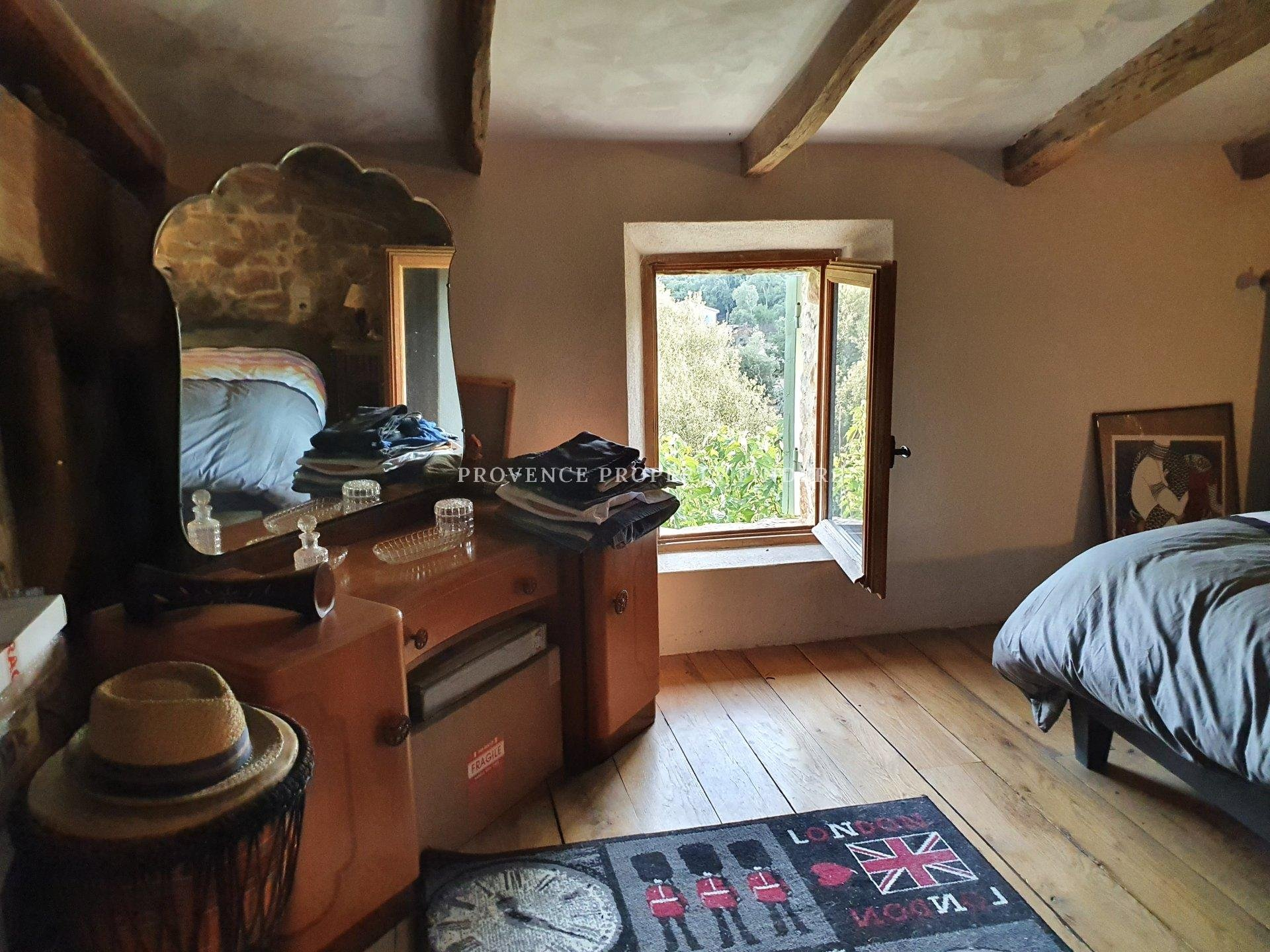 Old farm house for sale in Le Thoronet.