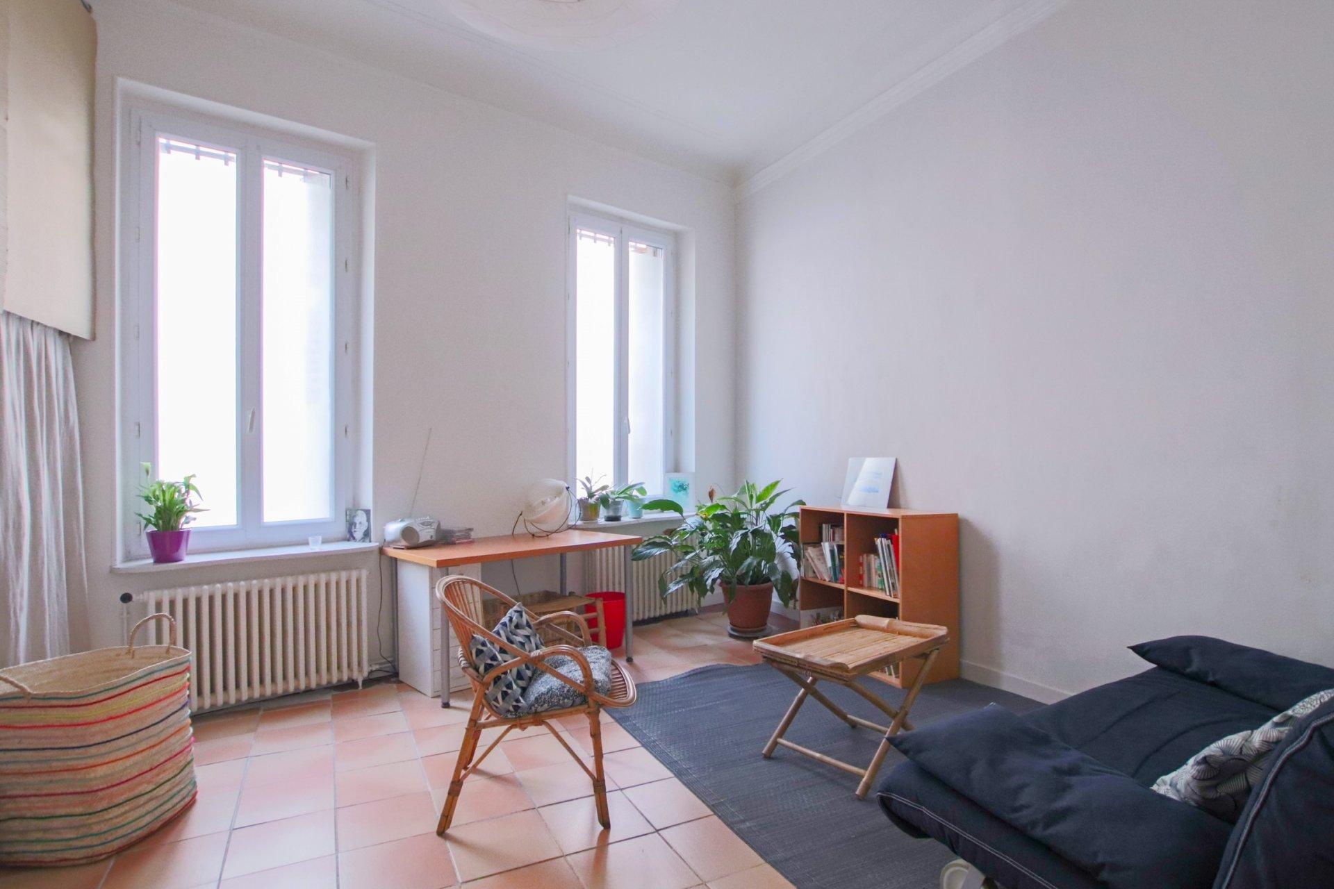 SOUS OFFRE - LODI - T3 de 64m² situé en rez-de-jardin avec terrasse de 28m² et maisons en fonds de cour
