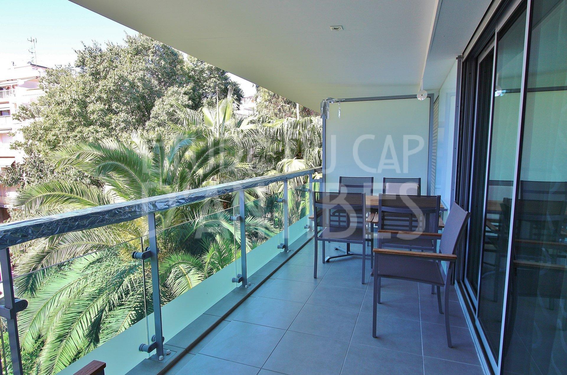 Center of Juan Les Pins - Apartment to rent