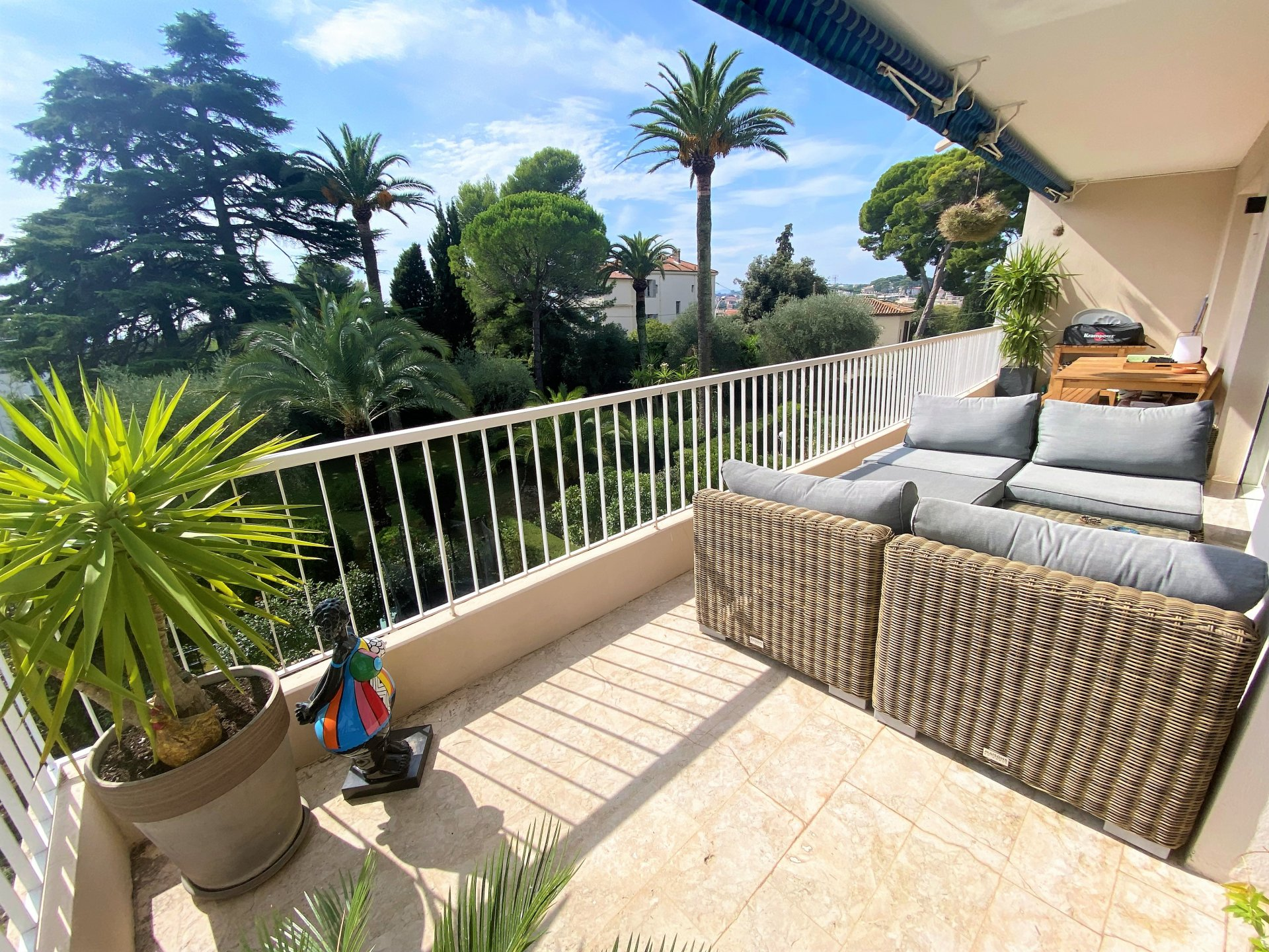 LE CANNET PROCHE CENTRE MAIRIE SALE BRIGHT RENOVATED 4 ROOM FLAT