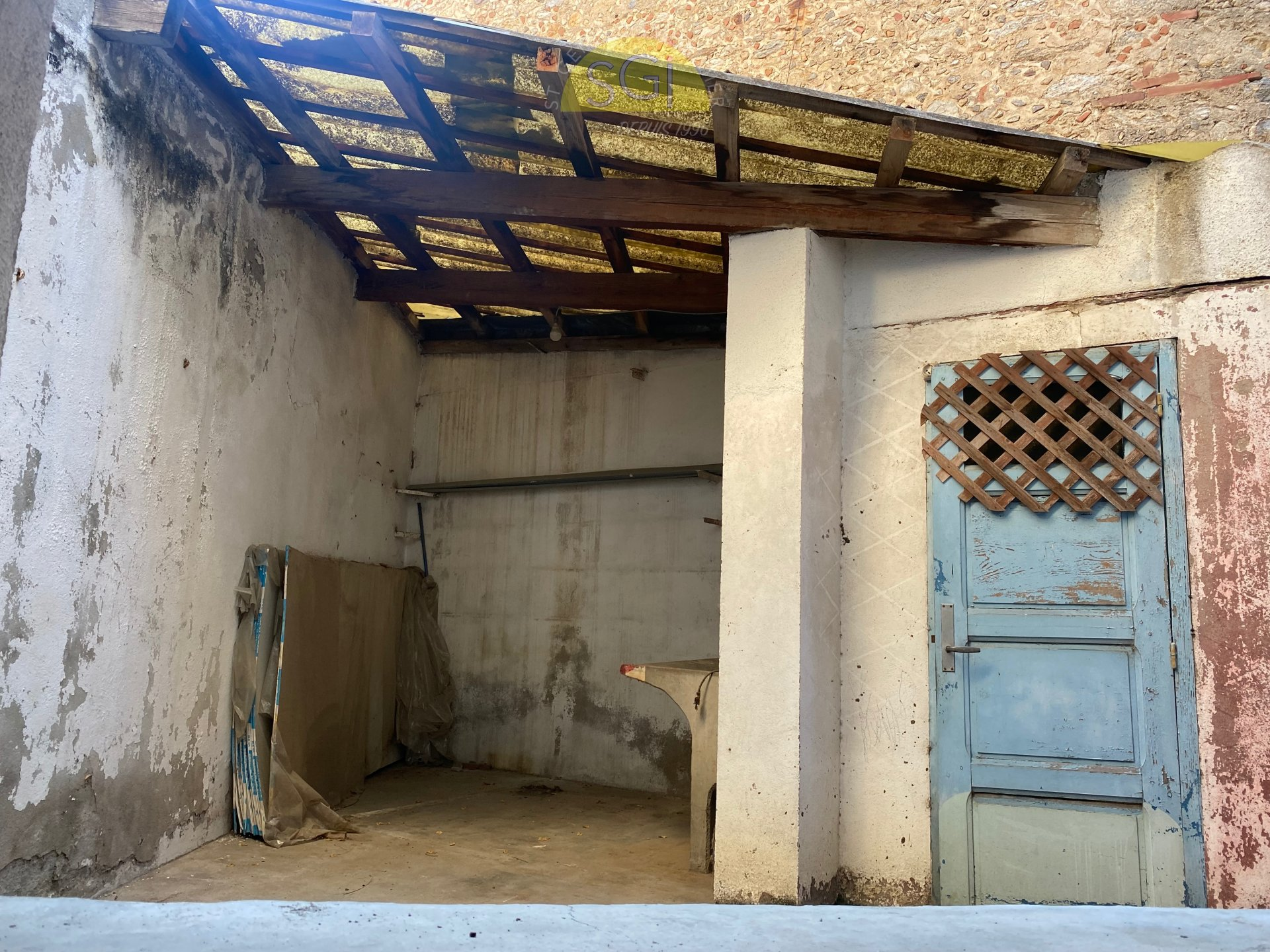 Maison de village 2 faces avec extérieur