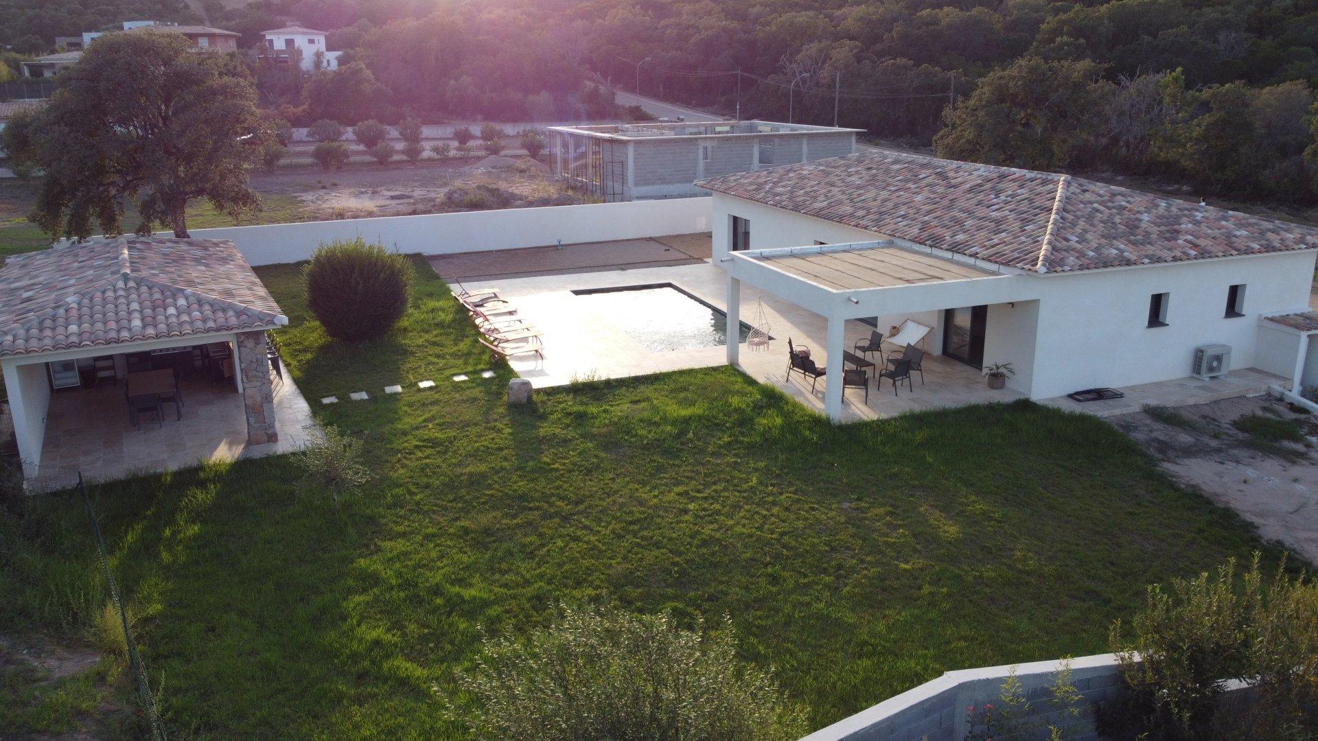 VILLA MODERNE 146M2 5P  PISCINE POOL HOUSE