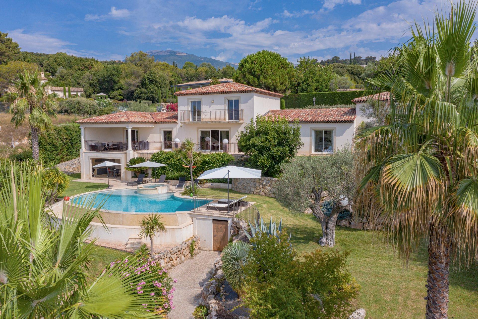 Very peaceful recent villa
