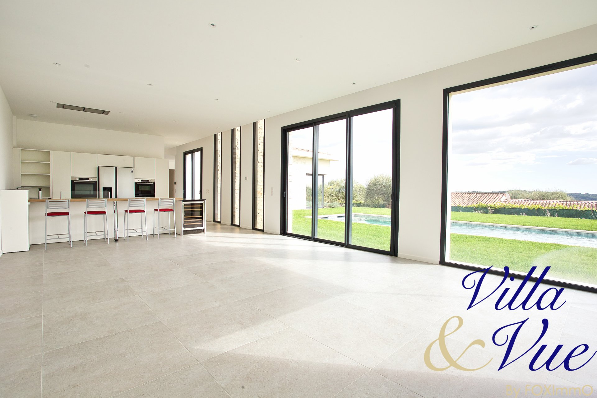 For sale beautiful new contemporary villa of 250 m² in absolute calm