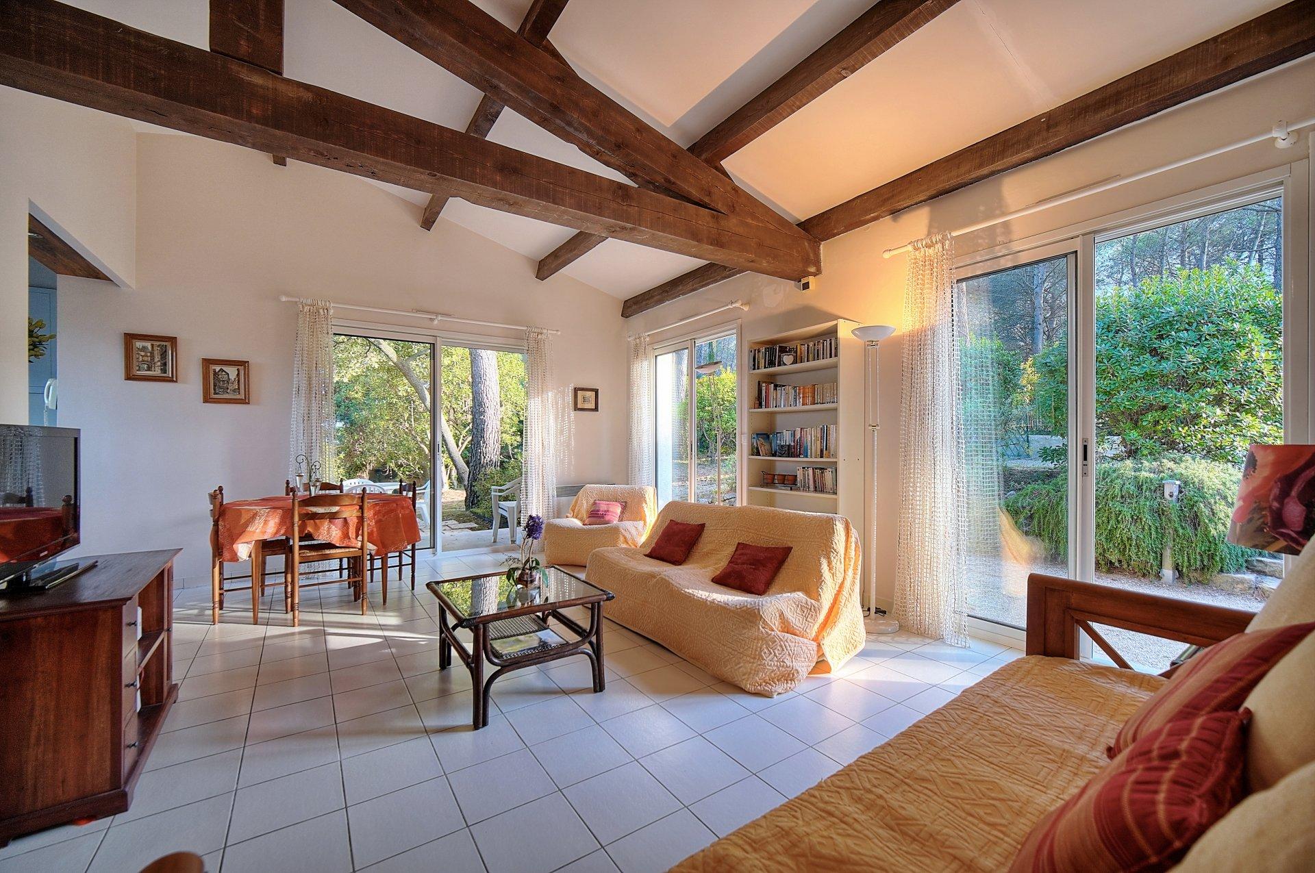 Valbonne - Single storey villa in a dominant position