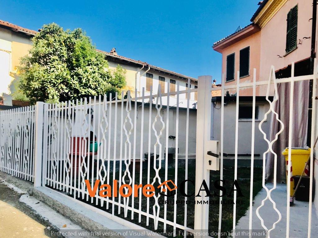 Casa indipendente con cortile