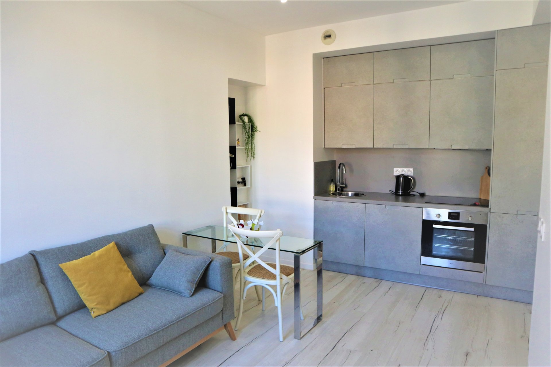 OLD SEAPORT OF NICE ONE BEDROOM APARTMENT