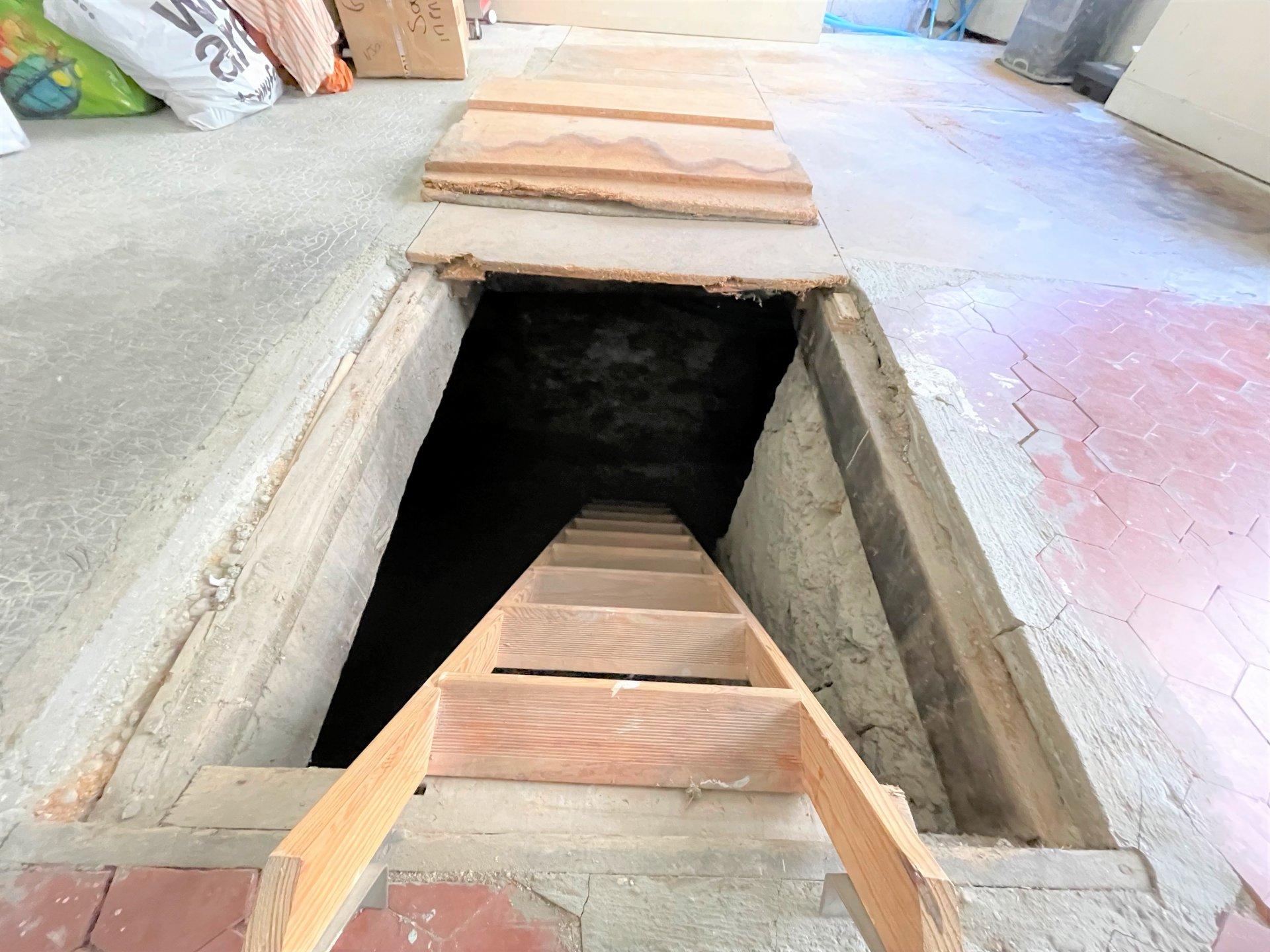 L'accès à la cave du local professionnel