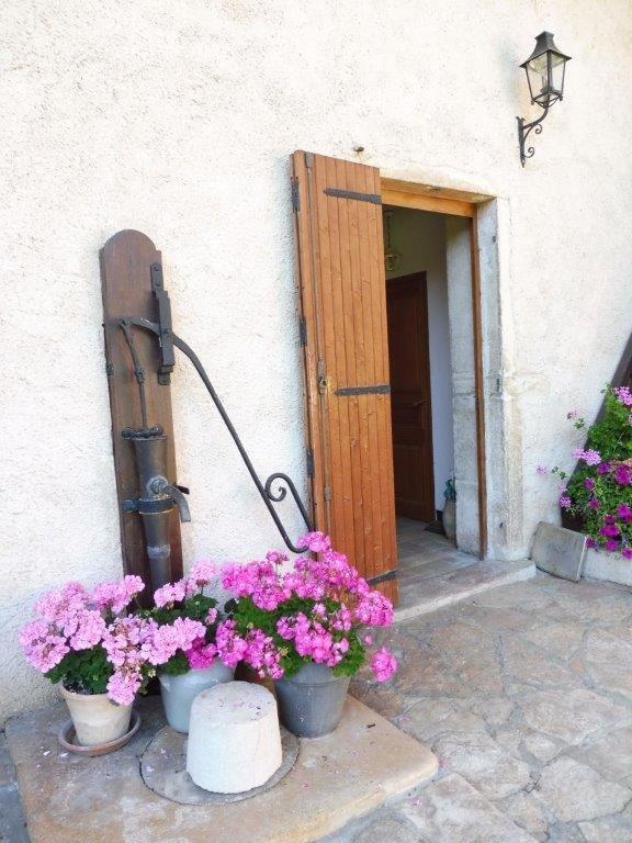 Ain dans un village Ferme restaurée  20' de MACON
