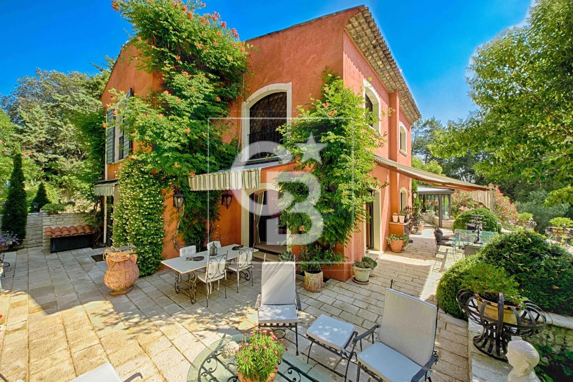 Mougins luxurious Florentine's villa in a private domain