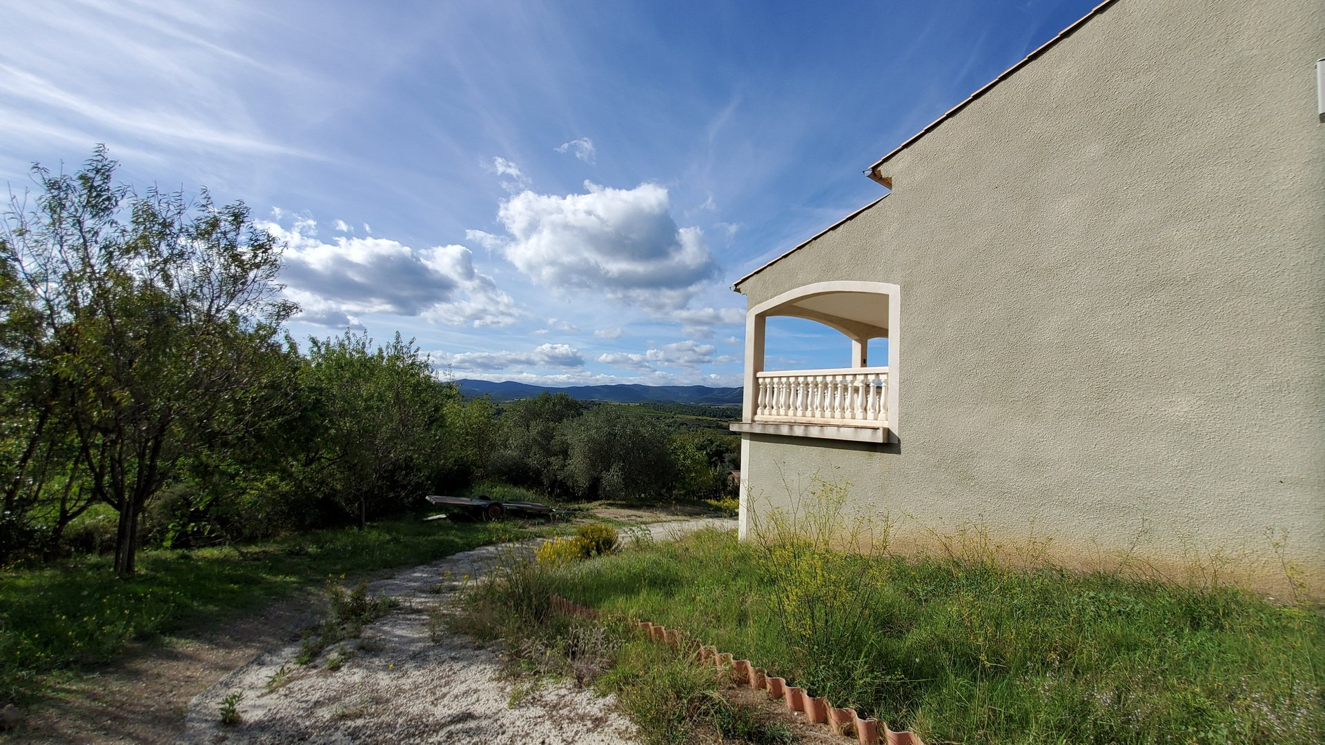 Villa with natural garden and terrific vues