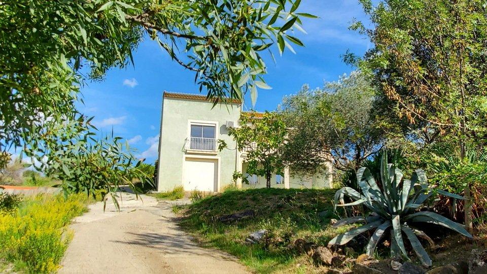 Villa med stor naturträdgård och härlig utsikt