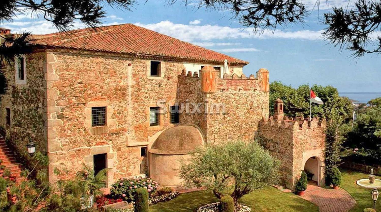 Ancienne ferme-château du 17ème siècle transformée en hôtel de luxe