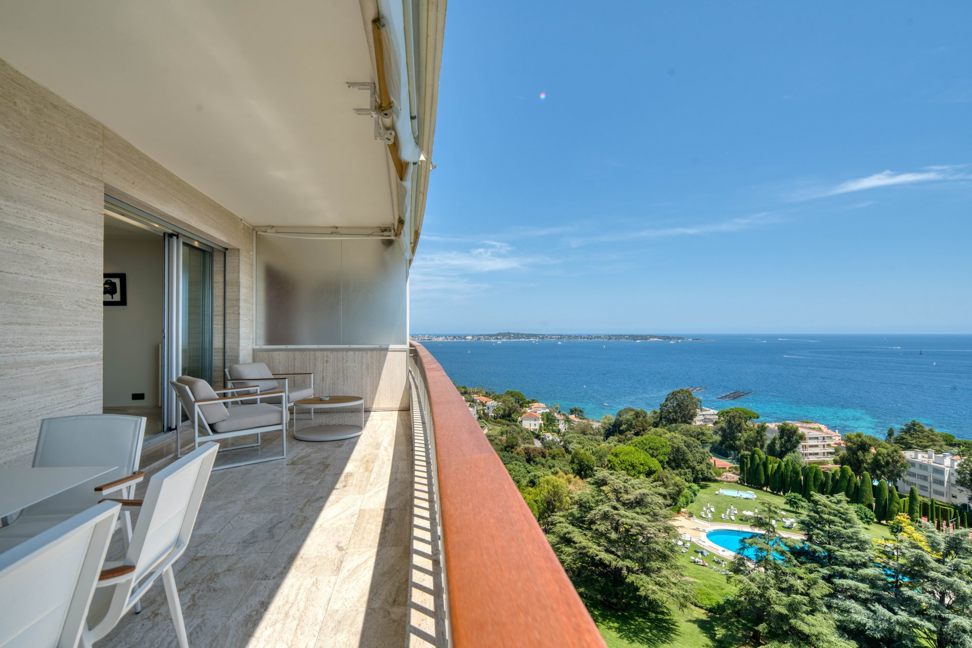 Cannes Californie - Magnificent renovated apartment with panoramic sea view