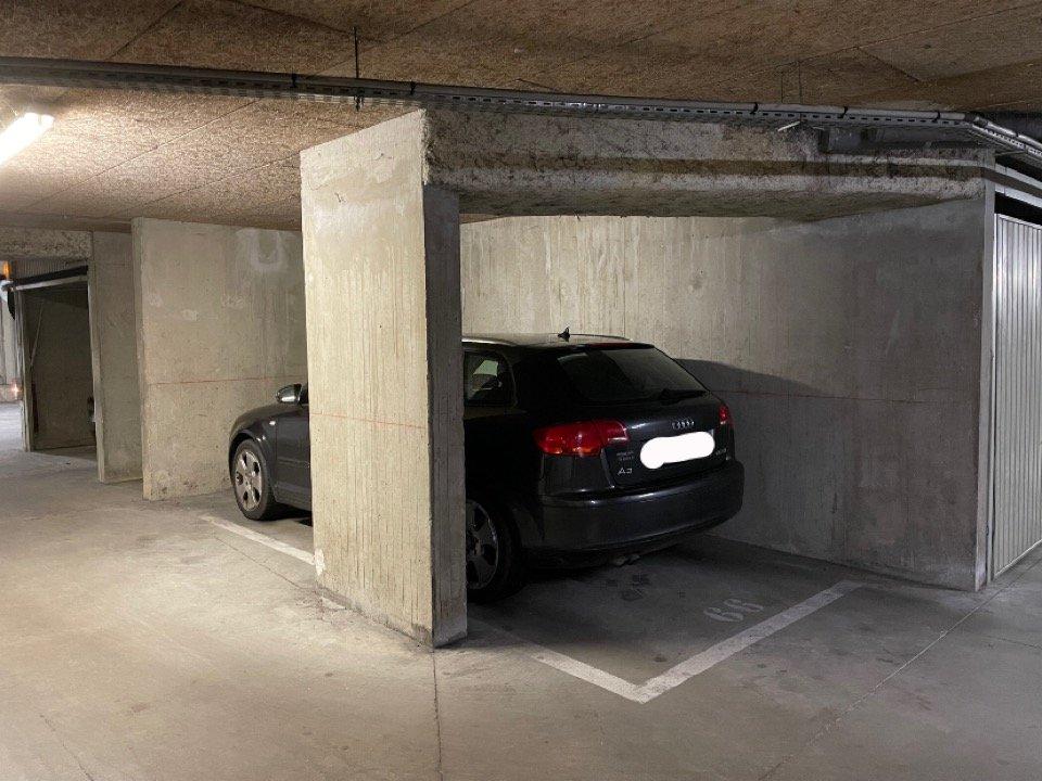 Place de parking sous-sol au centre du Point du Jour
