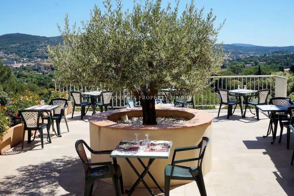 Hotel - Restaurant te koop met mooi uitzicht.
