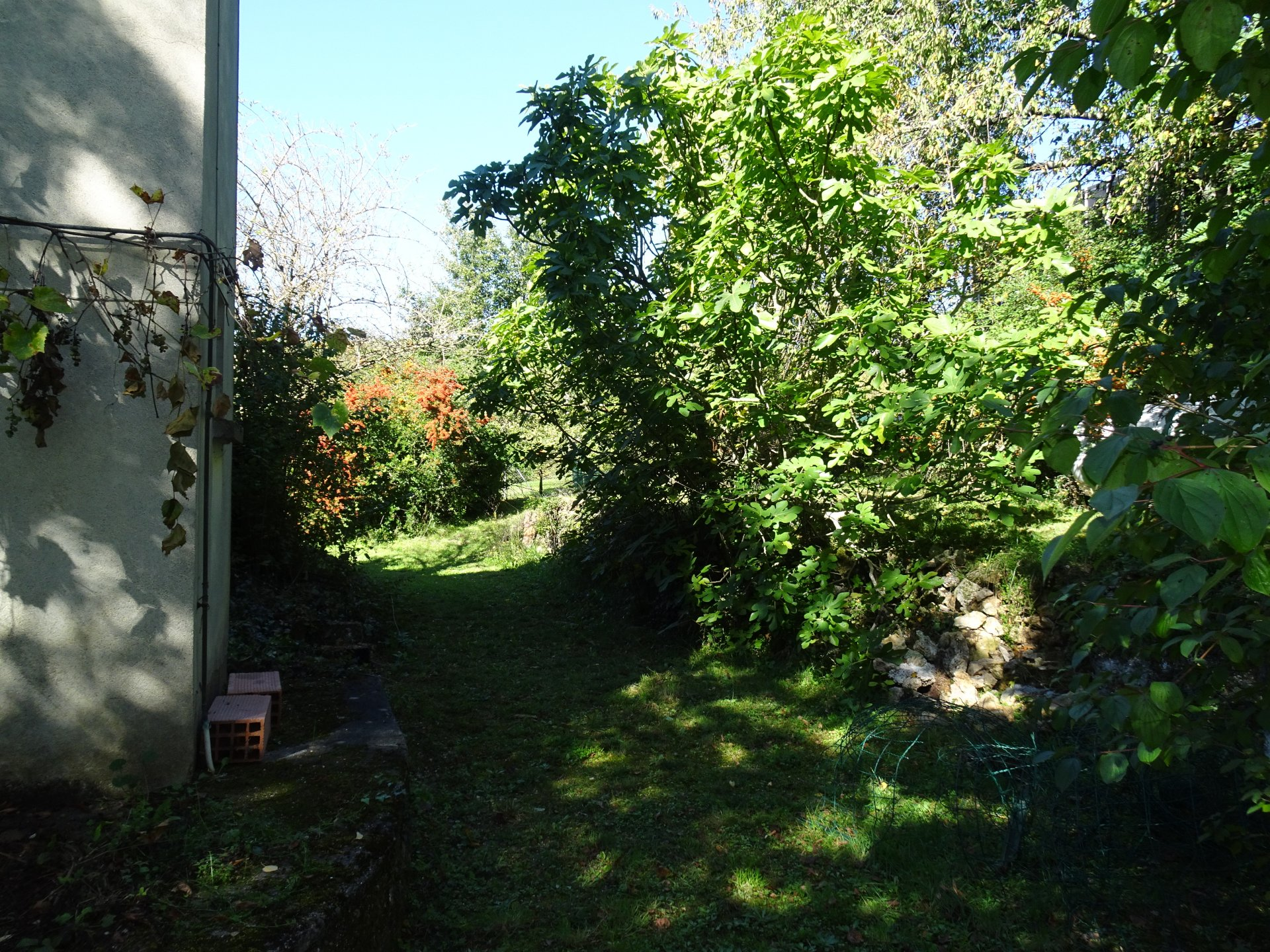 In Aurignac, large house from the 60s on 1618 m² of land