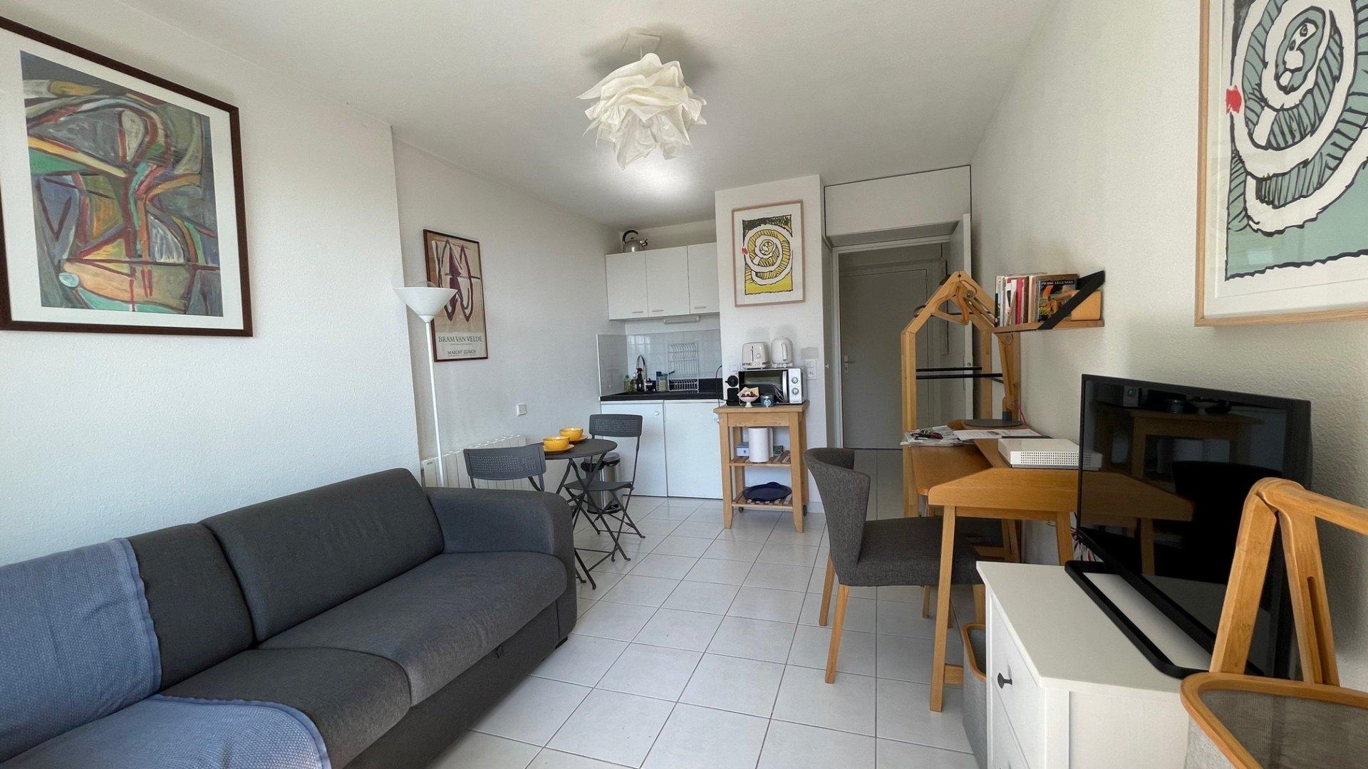 Studio meublé terrasse garage