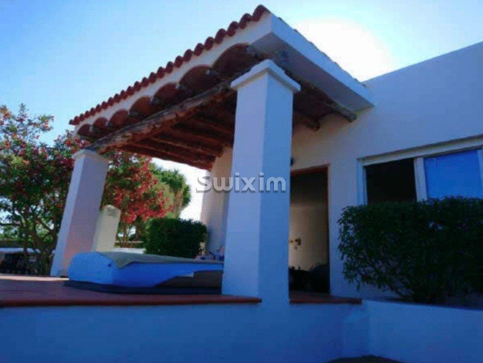 Magnifique propriété du Ibiza style avec crique privée et jetée