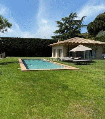 Maison spectaculaire et sophistiquée avec piscine sur un terrain de 4 hectares
