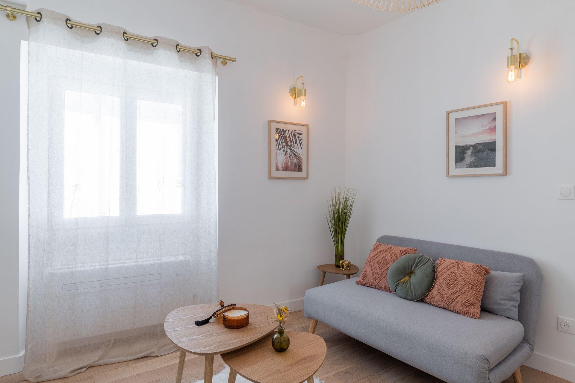 VIEUX NICE, Lumineux studio meublé et tout récemment rénové proche du cours Saleya et du Palais de la Préfecture