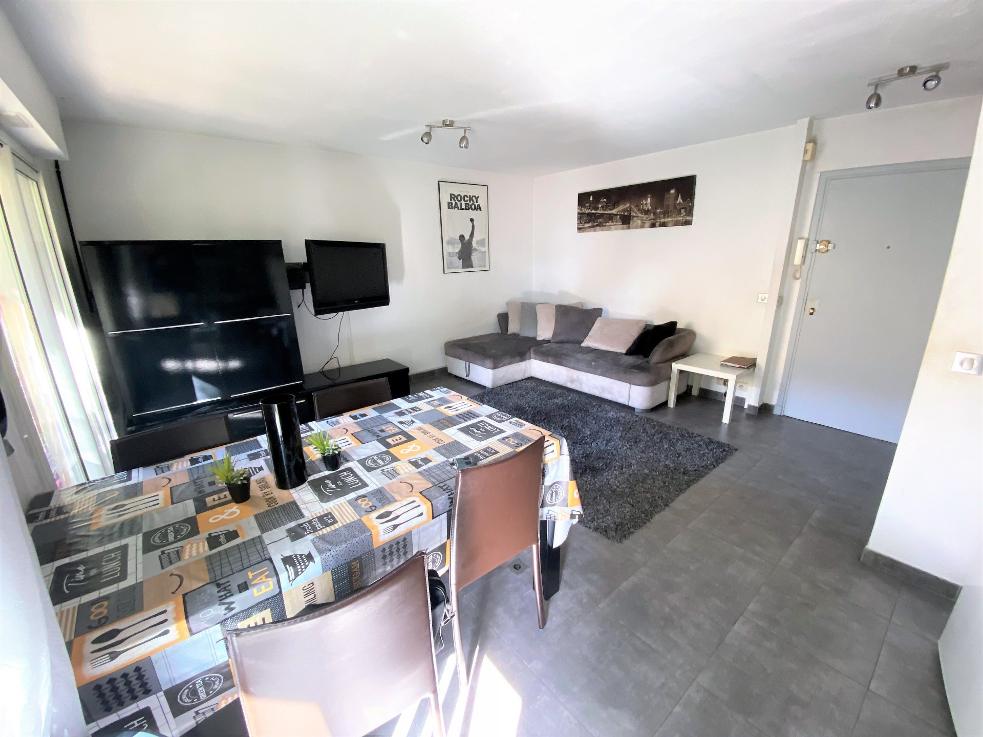 CANNES SALE 2 ROOM FLAT IN ABSOLUTE CALM