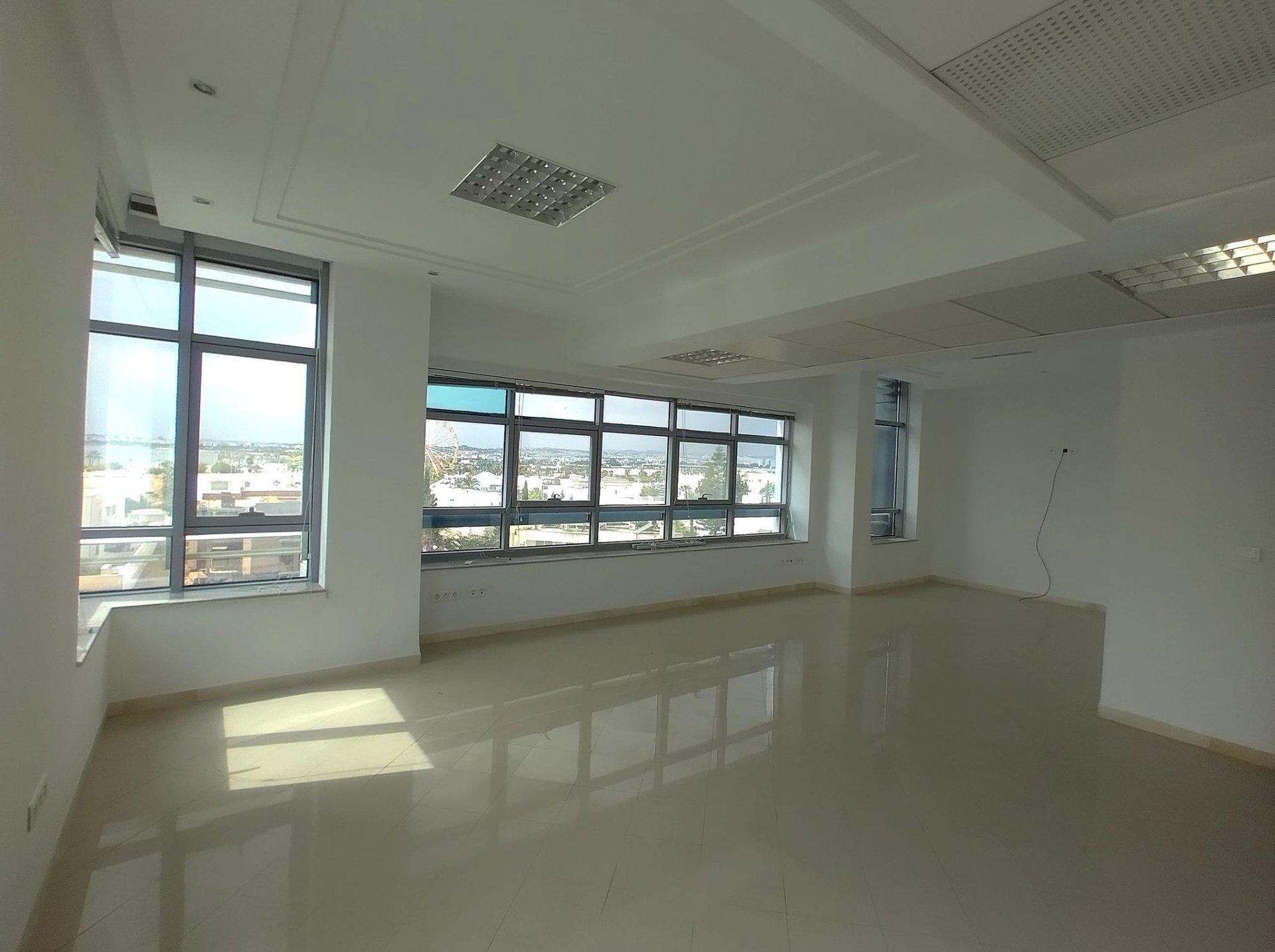 Location Bureau de 385 m² au Lac 1