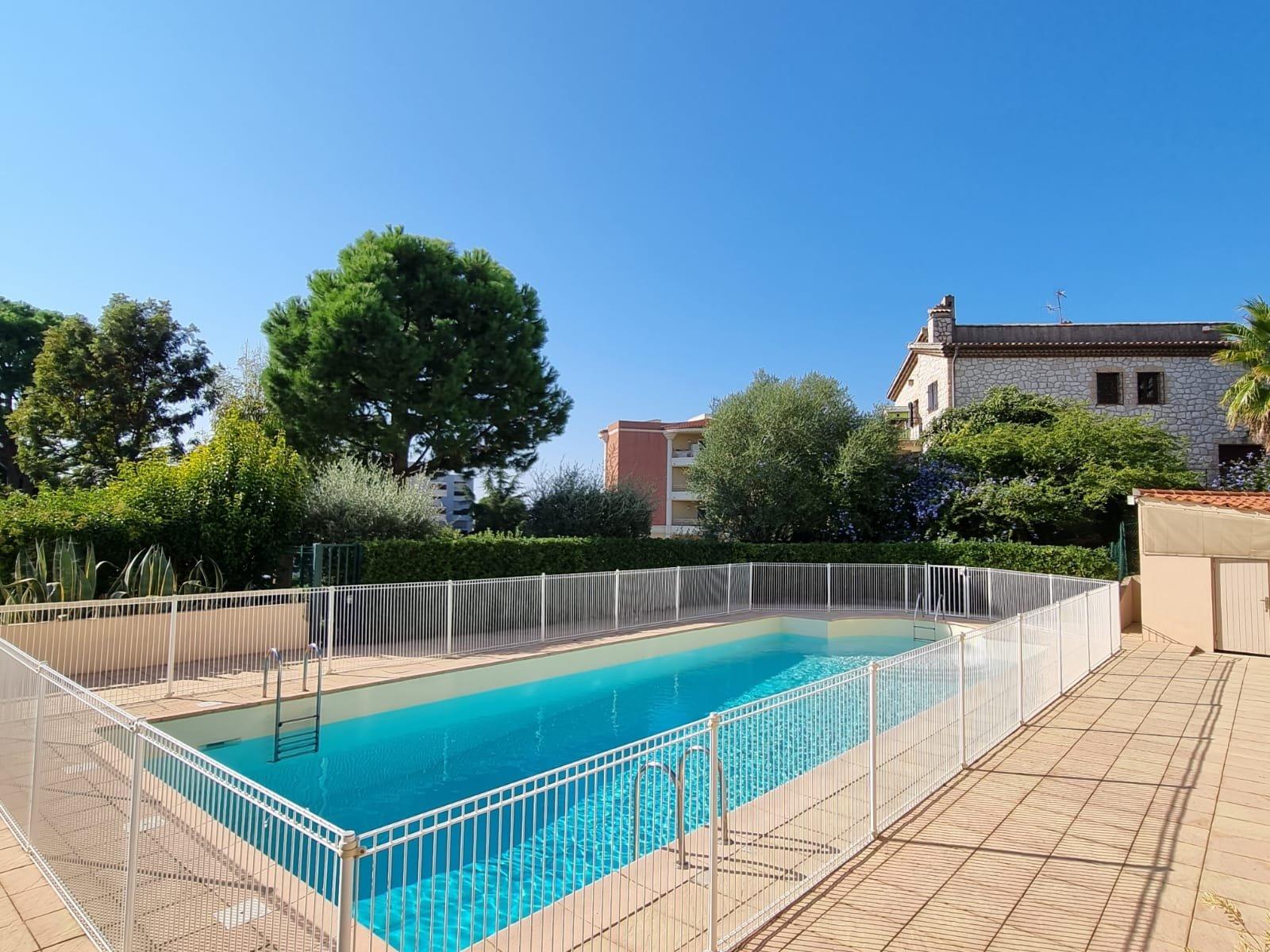 St Laurent du Var -  2-roms norskeid leilighet med terrasse i residens med pool.