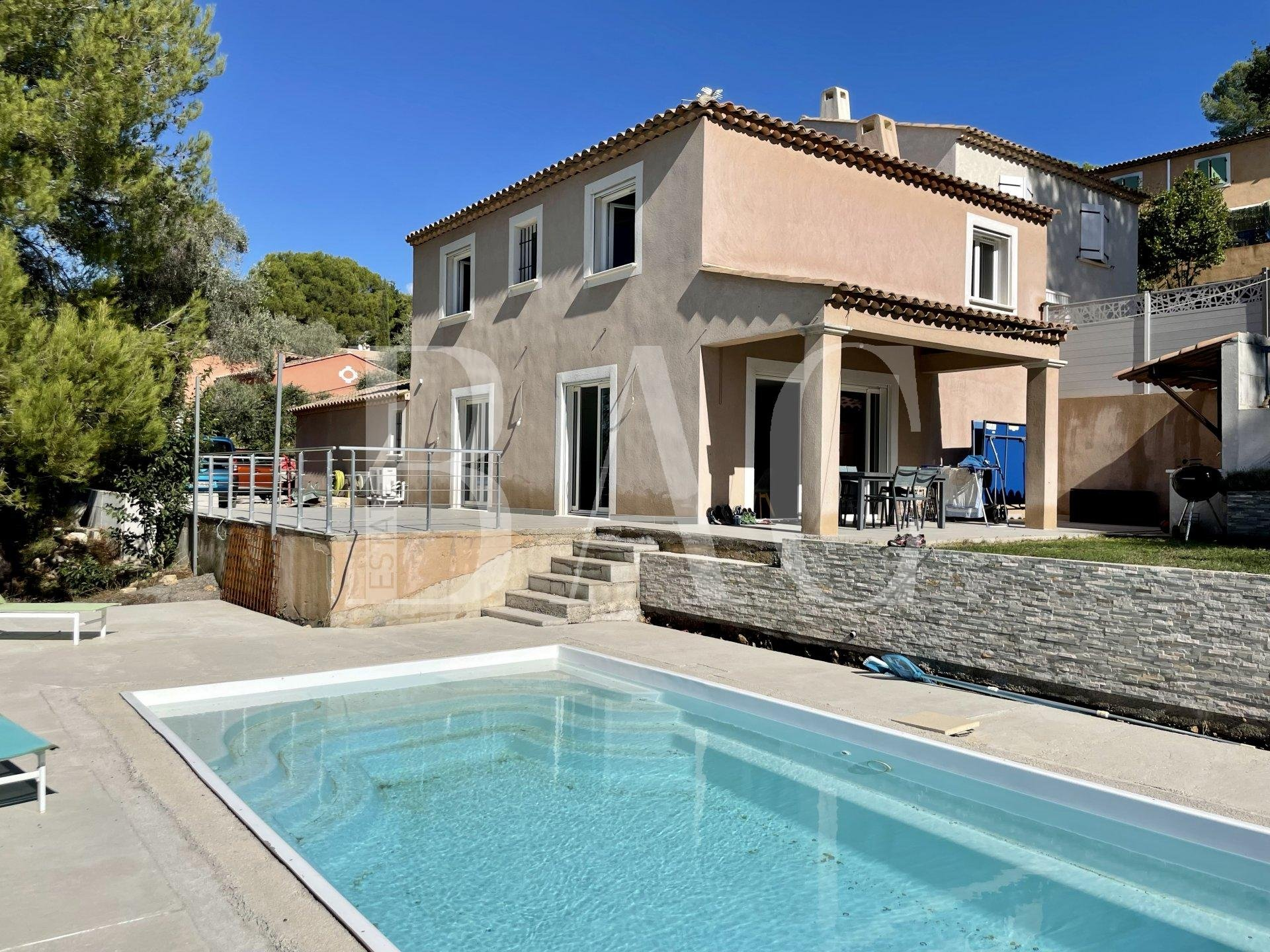 Villa 10 minutes from the beaches and 600 meters from the shops