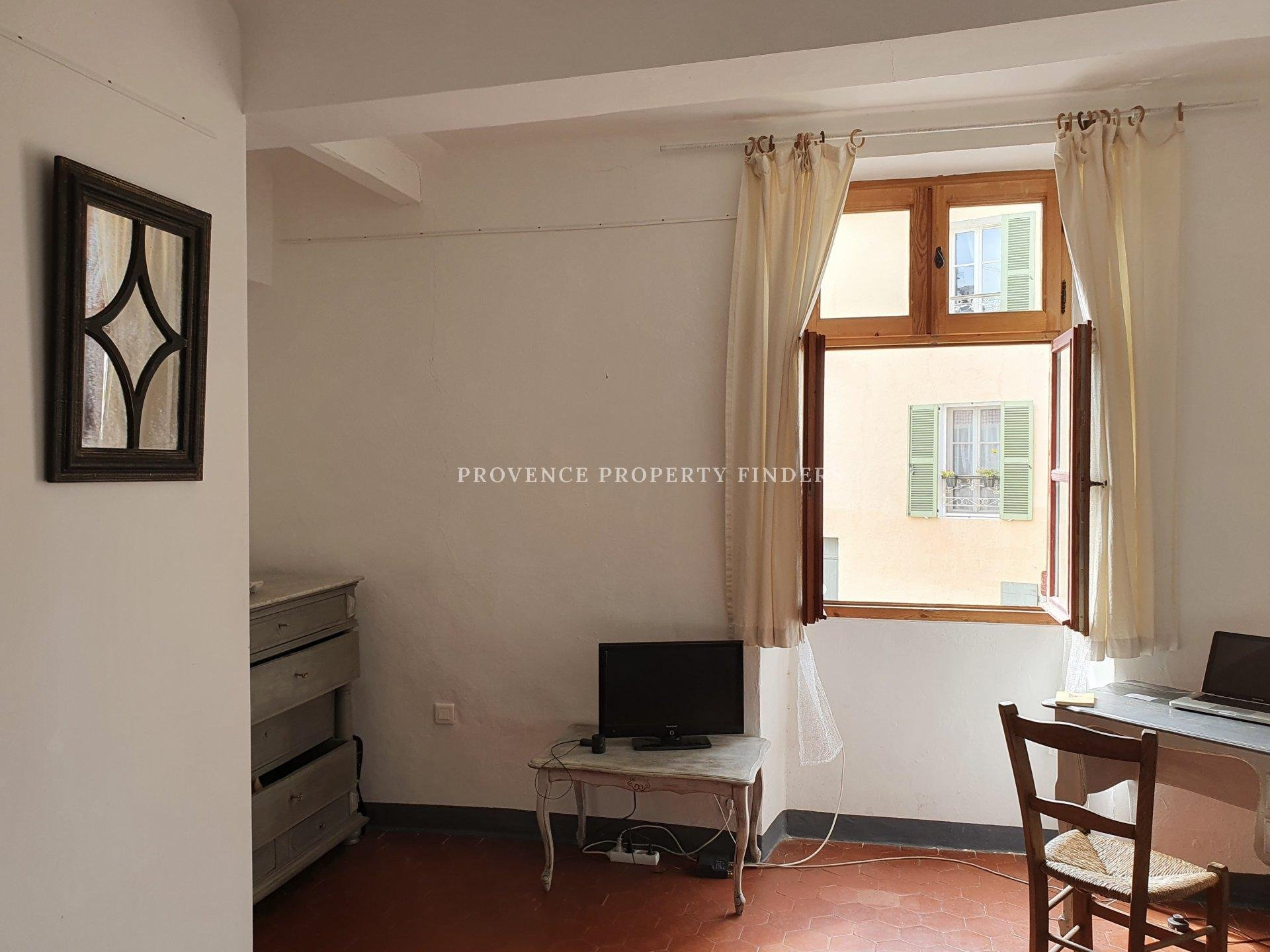 Village house for sale in the heart of Tourtour village.