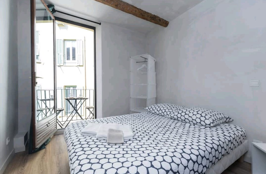 Vieux Nice - 3 rooms with balcony - Ideal rental investment!