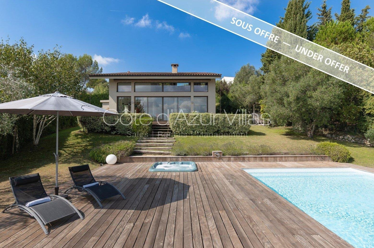 Splendid contemporary villa with panoramic views over the mountains and the village
