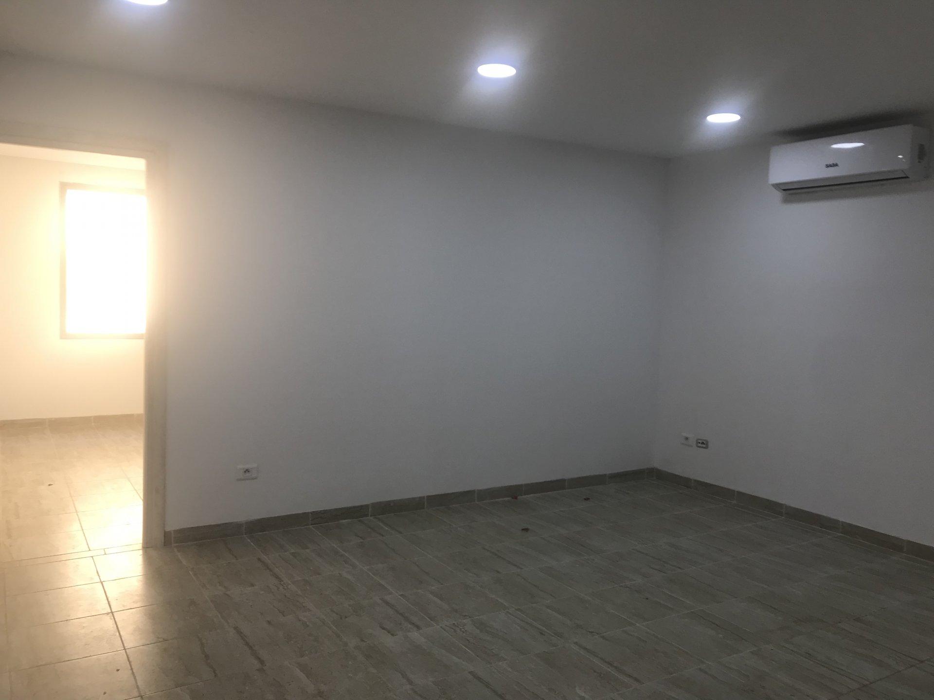 Bureau à louer de 2 pièces 65 m2 au Lac 3