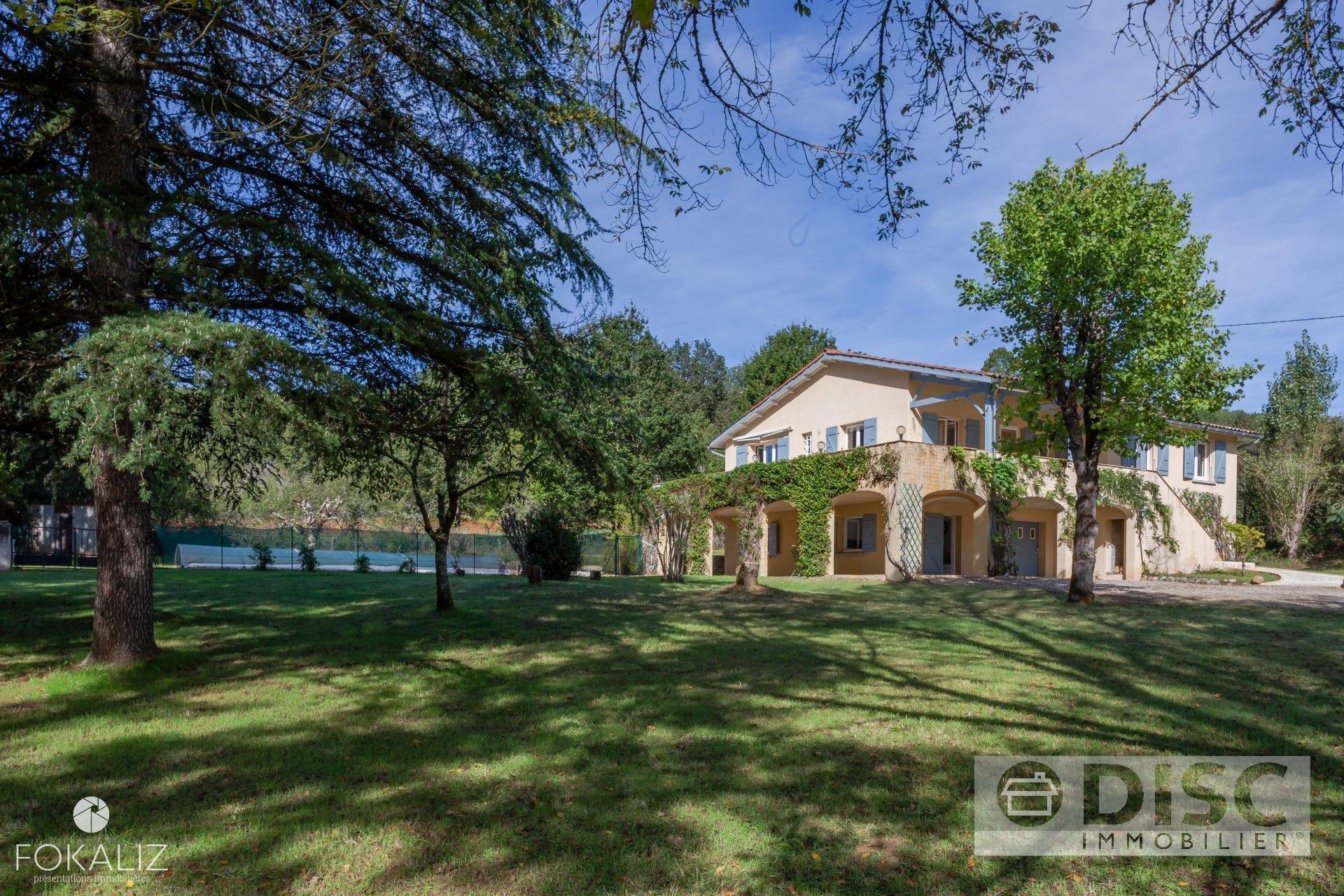 Belle maison avec grand jardin et piscine