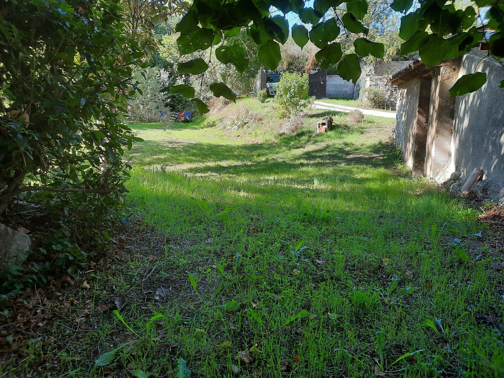 Fuveau, proche village terrain