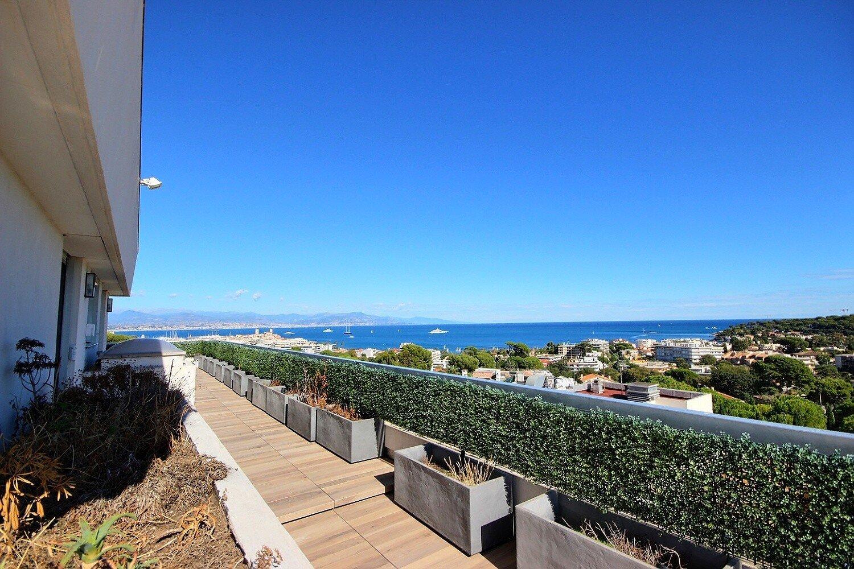 Juan les Pins magnifique penthouse avec une  vue panoramique sur la mer et les montagnes