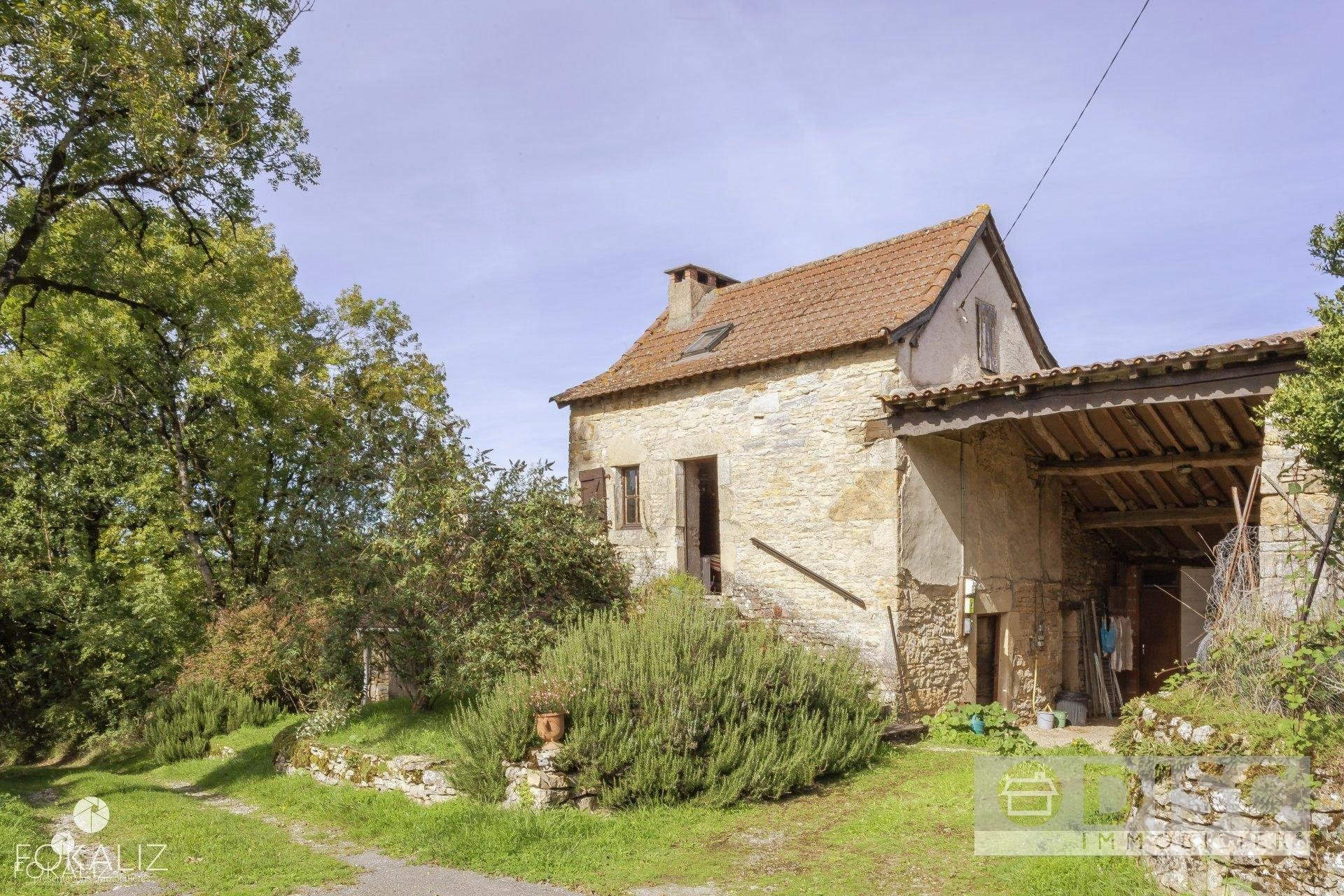Small house with garden, near Parisot