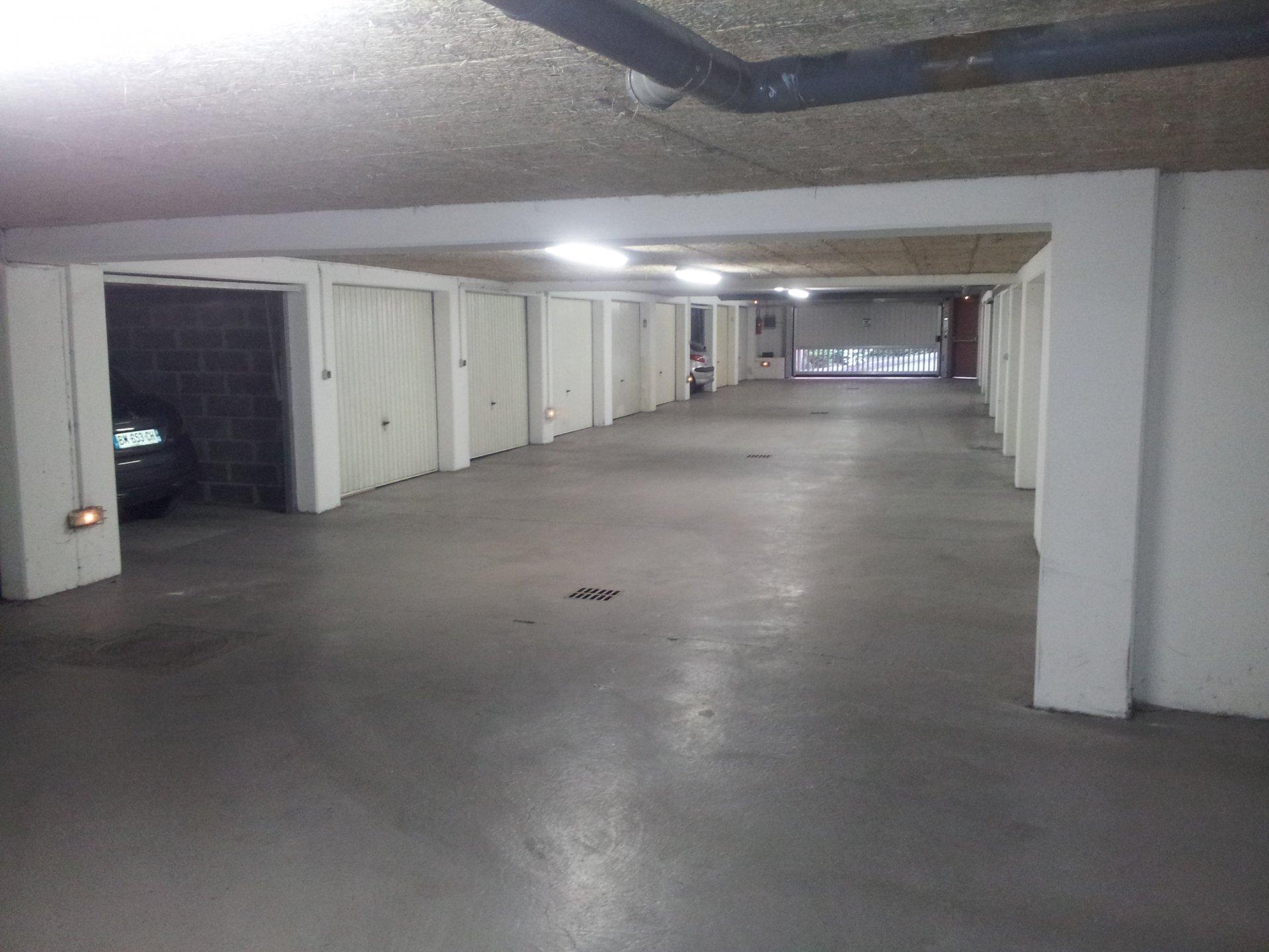 DOUAI  T1  Résidence de standing avec garage.