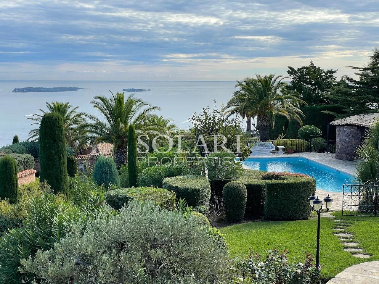 Villa surplombant la Baie de Cannes - Théoule
