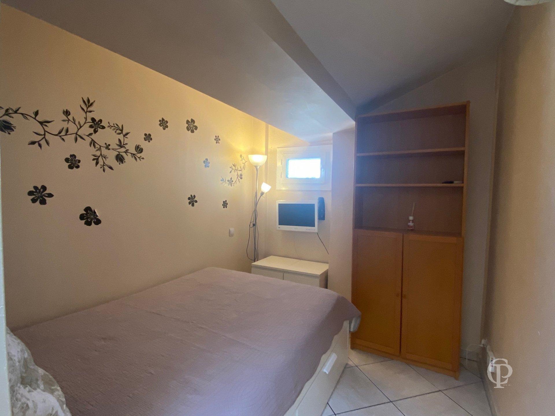 1 BEDROOM NICE CARRE D OR