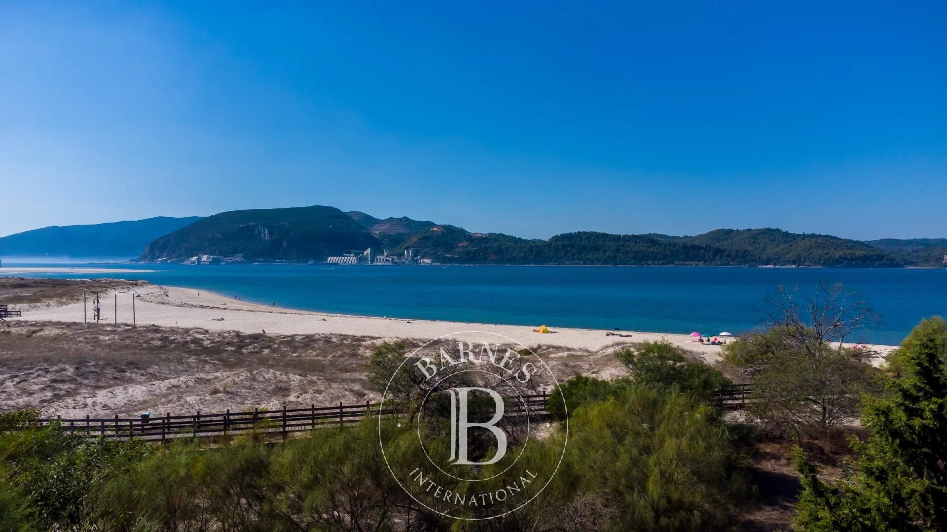 Apartamento em Tróia com piscina a poucos passos da praia