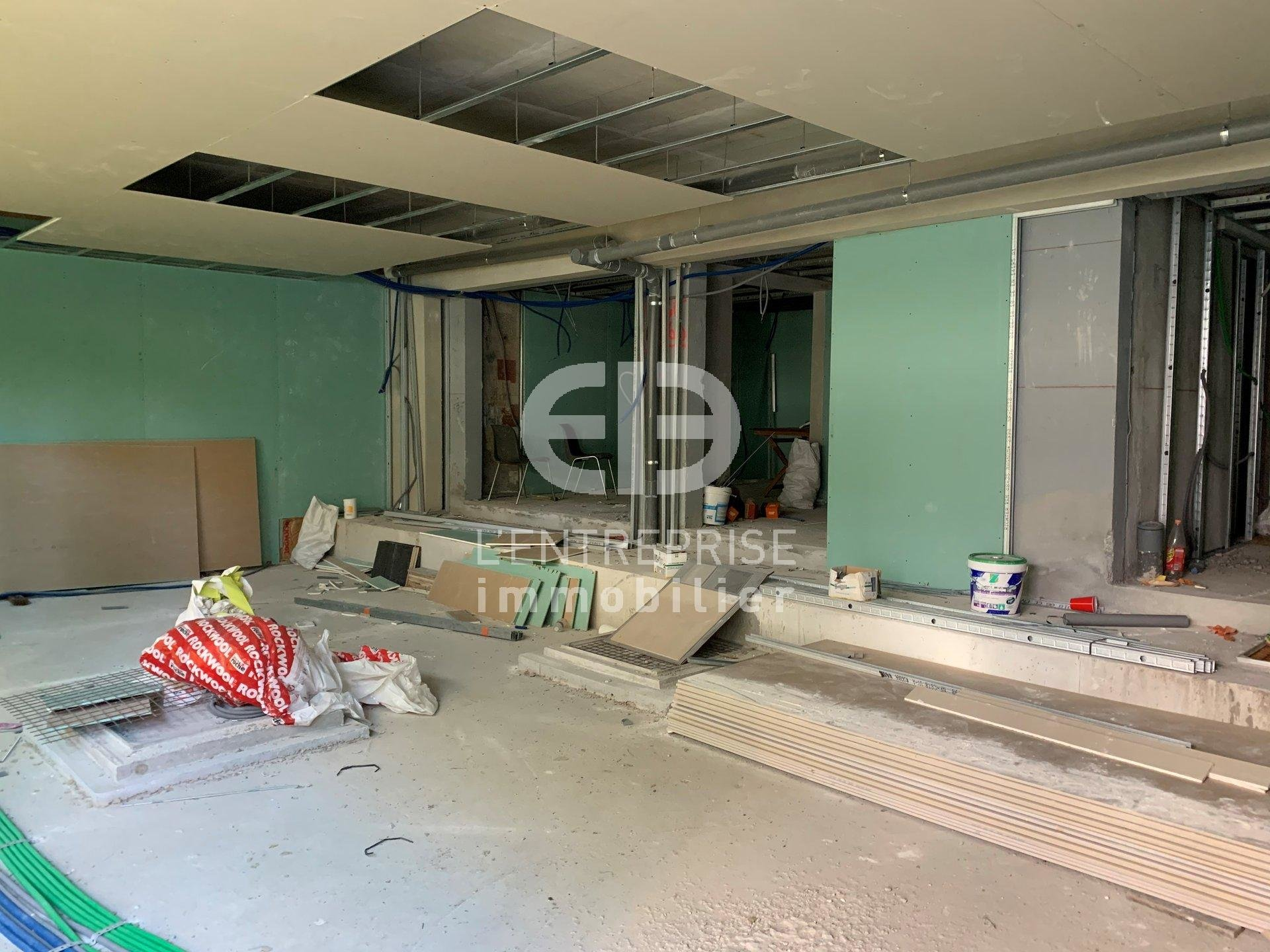 A LOUER 105 m² LOCAL COMMERCIAL NICE OUEST