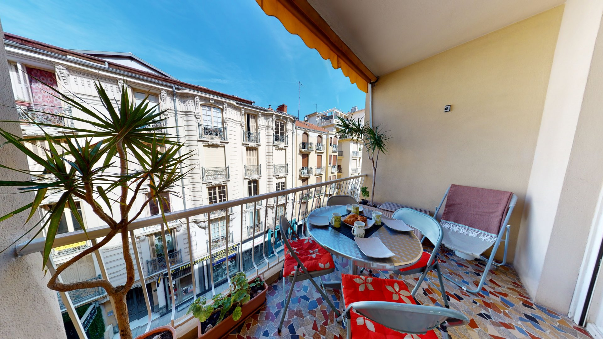Beautiful 2 bedroom apartment with terrace in the Musiciens, neighbourhood